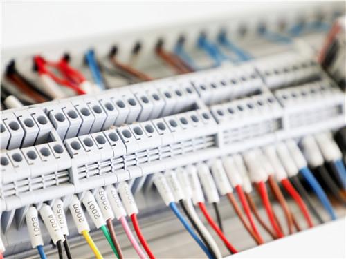 濟南啟創電氣有限公司消防應急照明燈和EPS應急電源的對比